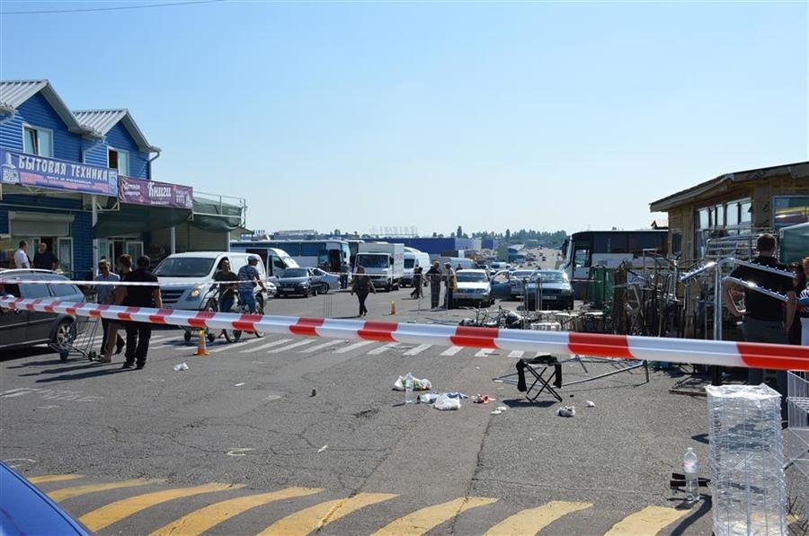 1288DSC_0893 Подробности разбоя на одесском рынке: нападавшие снесли шлагбаум явно отработанным приемом