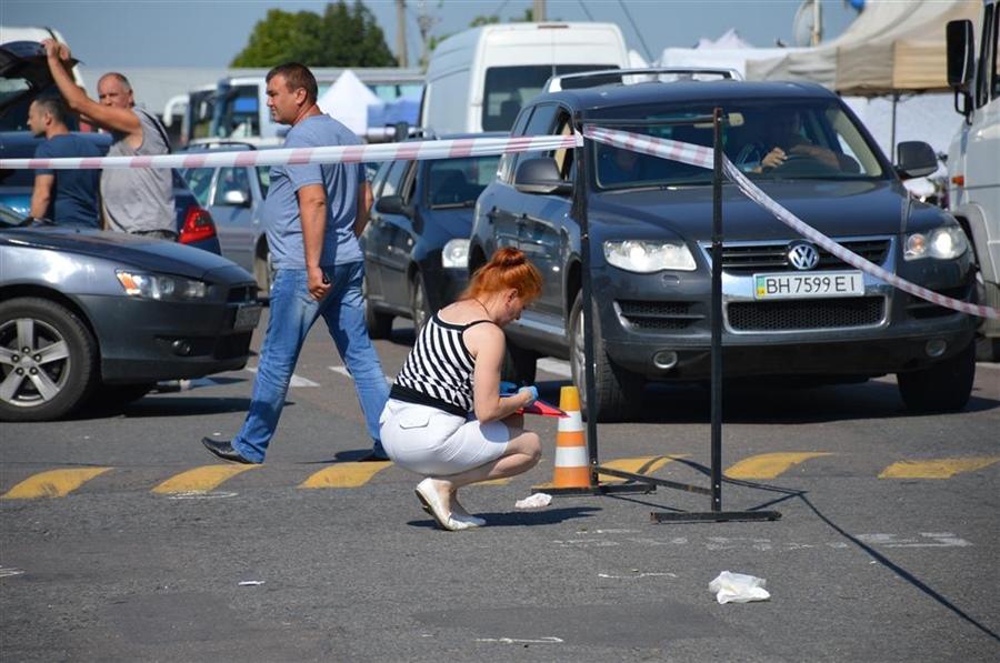 1292DSC_0906 Подробности разбоя на одесском рынке: нападавшие снесли шлагбаум явно отработанным приемом
